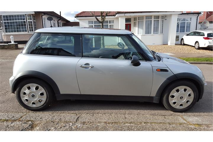 Mini Cooper Hatch One 1.6 Petrol in Silver with Low Mileage