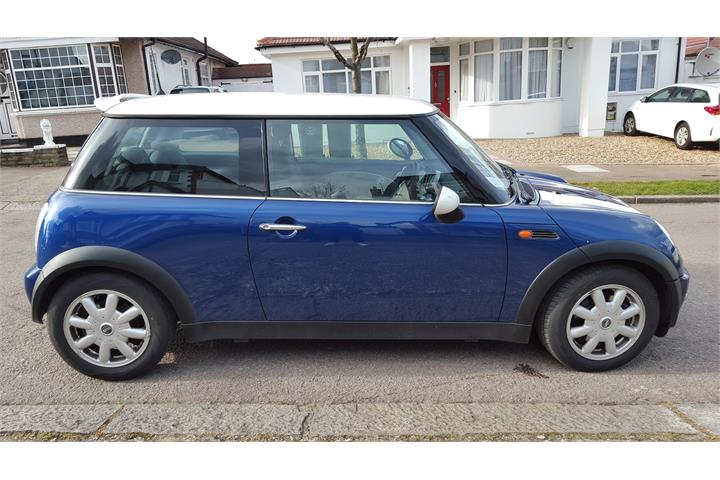 Mini Cooper 2002 1.6 Manual in Metallic Blue with White Stripes