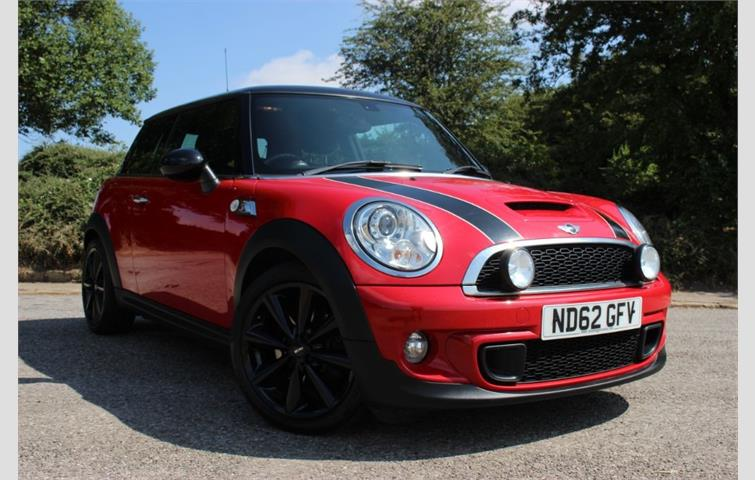 Mini Coupe 2017 1 6 L Petrol Engine With Manual Transmission Hatchback In Red Colour