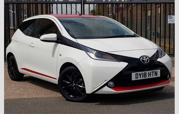toyota aygo 1 0 vvti xpress white 2018 6348252. Black Bedroom Furniture Sets. Home Design Ideas