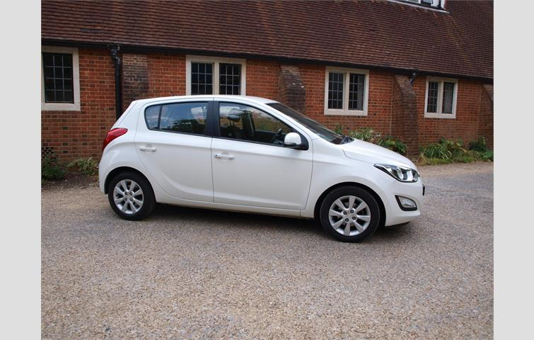 hyundai i20 active white 2012 6407392 rh autovolo co uk hyundai i20 manual 2016 hyundai i20 manual 2017