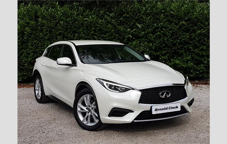 Infiniti Q30 2016 1 6 L Petrol Engine With Manual Transmission Hatchback In White Colour