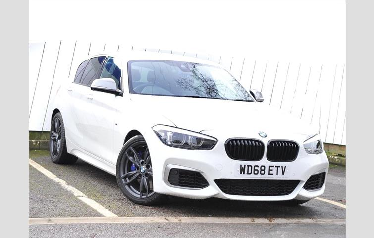 bmw 1 series m140i shadow edition 5door white 2018 ref. Black Bedroom Furniture Sets. Home Design Ideas