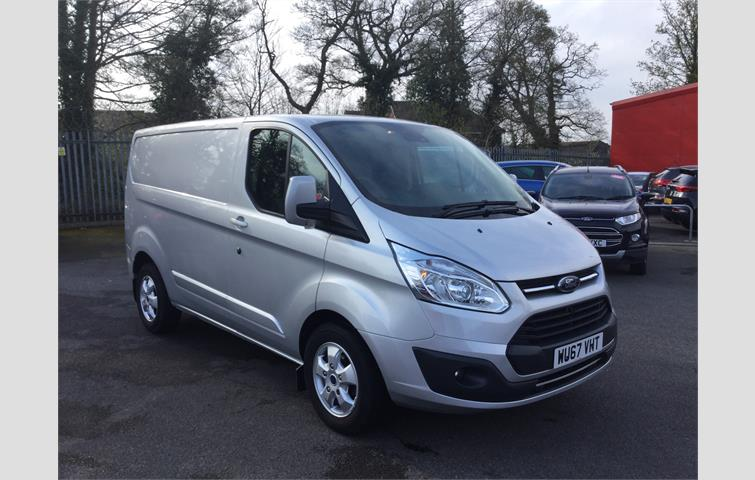 5b08311824de53 FORD TRANSIT CUSTOM 290 125 TREND L2H1 LWB 6 SEATER COMBI DOUBLE CREW CAB  VAN IN SILVER WITH ONLY 22.000 MILES FROM NEW